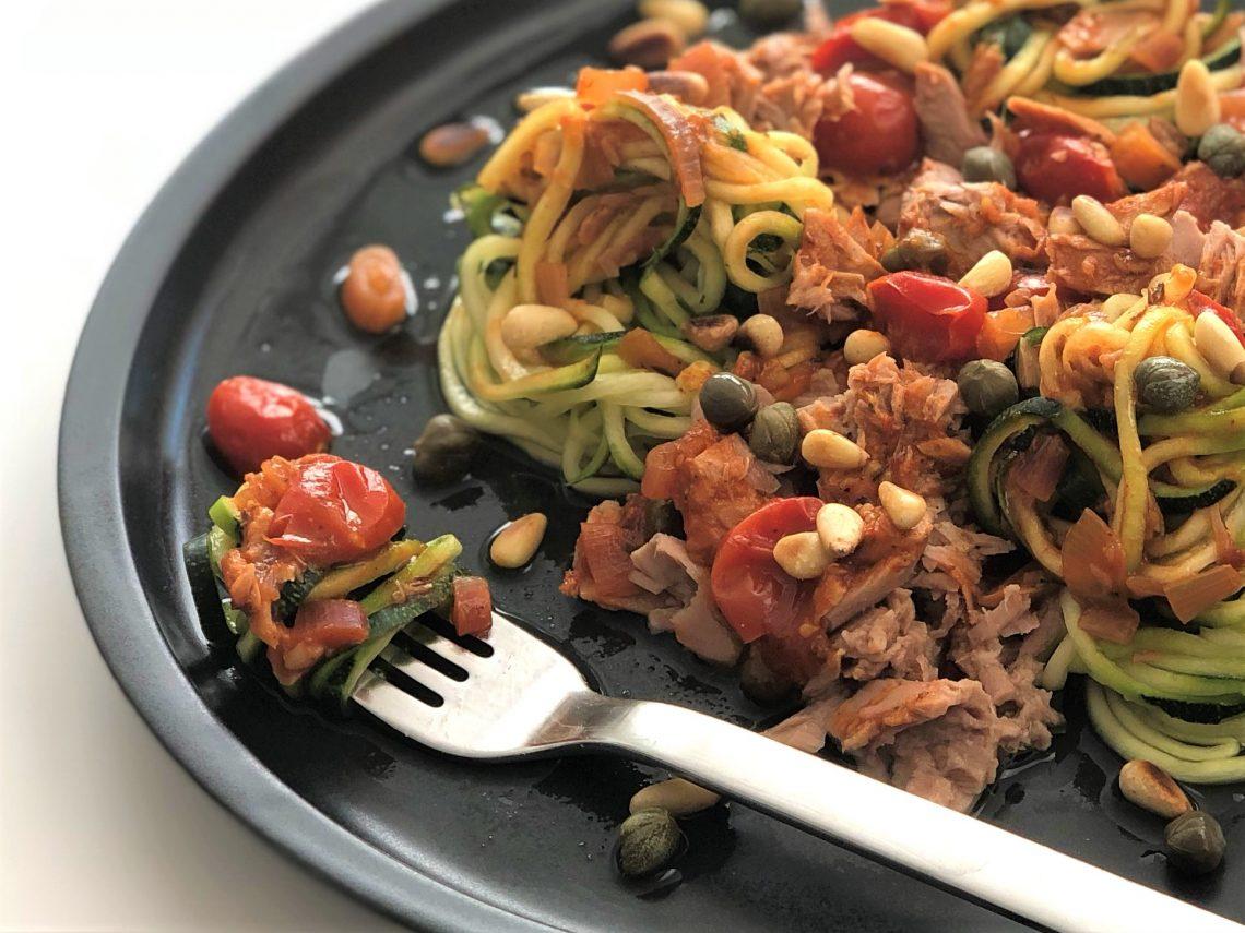 Rezept-köstliche-Thunfisch-Tomatensoße-mit-Zucchininudeln-kleingenuss-foodblog