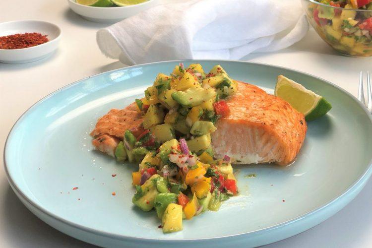 Rezept-Lachs-mit-Mango-Avocado-Salsa-kleingenuss-foodblog