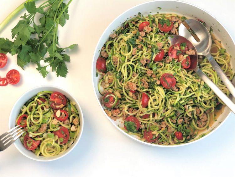 Asiatischer Zucchininudel-Salat-mit-Hackfleisch-kleingenuss-foodblog