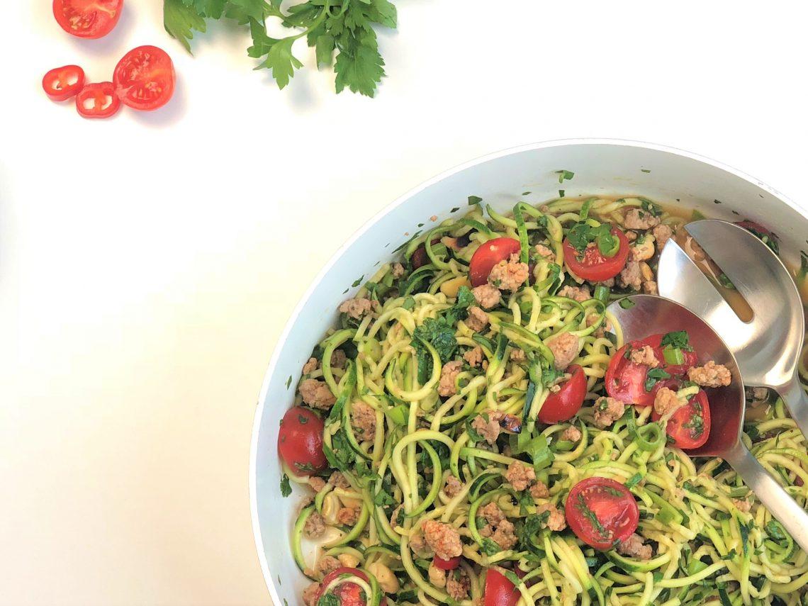Asiatischer Zucchinisalat mit Hackfleisch kleingenuss foodblog