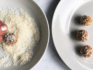 Carrotcake-Energyballs-Karottenkuchen-Bliss-Balls-zuckerfrei-getreidefrei-glutenfrei-paleo-vegan-Rezept-schnell-einfach-gesundkleingenuss