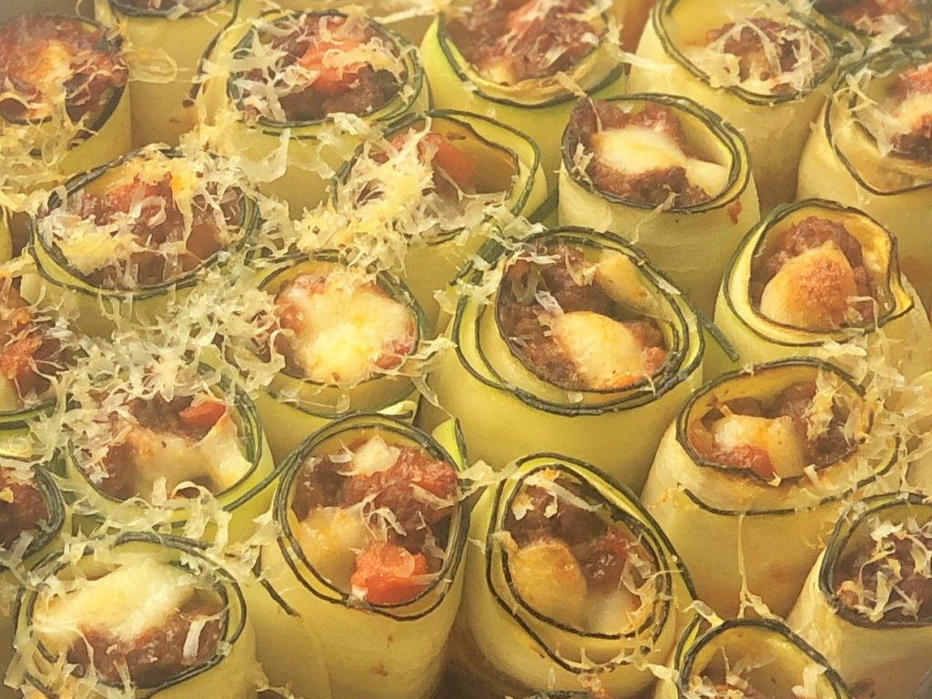 Zucchini-Cannelloni-Low-carb-Rezept-ohne-Getreide_ketogen-Auflauf-Tomatensauce-Hackfleisch-italienisch