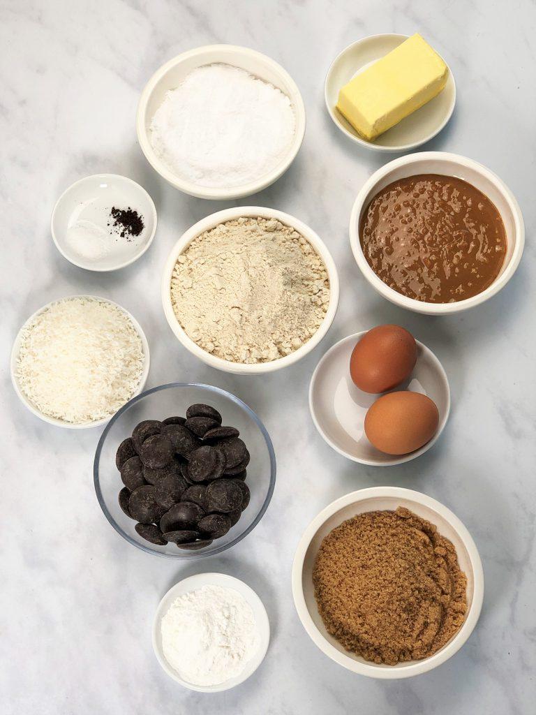 Erdnuss Schnitte-Weihnachtsgebäck-Kekse-Cookies-low carb-ketogene ernährung-Dessert-Nachtisch-Süssigkeit-gesund-ohne Getreide-getreidefrei-Schokolade-Erdnussbutter-Erdnuss-einfach-schnell-vom Blech-Weihnachten-glutenfrei-ohne Zucker-zuckerfrei