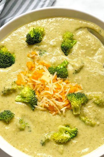 Brokkoli-Käse-Suppe-vegetarisch-keto-lowcarb-gesund-Eintopf-sättigende Suppe-einfach-schnell-Rezept-Kleingenuss.de