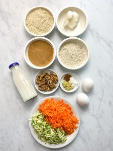 Karottenkuchen-Carrot-Cake-Rüblikuchen-Cupcakes-Möhrentorte-Rezept-low carb-keto-ketogen-clean-eating-gesund-ohne Mehl-ohne Zucker-köstlich-einfach-kohlenhydratarm-Frischkäse Frosting-Buttercreme-kleingenuss.de