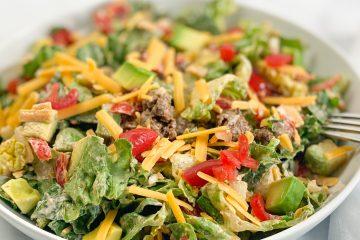 mexikanische Bowl-Salat-mexikanischer Salat-low carb Salat-keto Salat-sattmacher salat- gesund-schnell-einfach-köstlich- sättigend-ketogene Ernährung-low carb-keto rezept-tex mex salat-salat mit Hackfleisch-taco salat-Salat mit Käse-Salat mit Salsa-Salat mit Tomaten-Salat mit Avocado