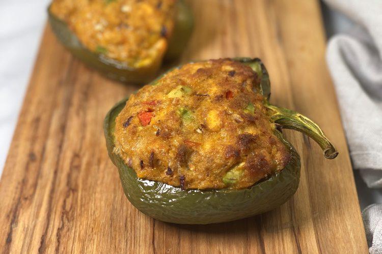 Gefüllte Paprika mit Thunfisch (low carb)-Rezept-low carb-lowcarb-ohne Getreide-getreidefrei-glutenfrei-diät-abnehmen-diät Rezepte-kohlenhydratarme Rezepte-Thunfisch-Tuna Melt-Thunfischfüllung-ketogene Ernährung-keto-Fischgericht-low carb rezept-schnell-einfach-köstlich-für Gäste-keto diät-ketogene diät-aus dem Ofen-aus dem Backofen-saftig-gefüllte Paprikaschoten-low carb Ofengericht-keto Ofengericht-Paprika-gefüllte Paprika-gesunde Fette