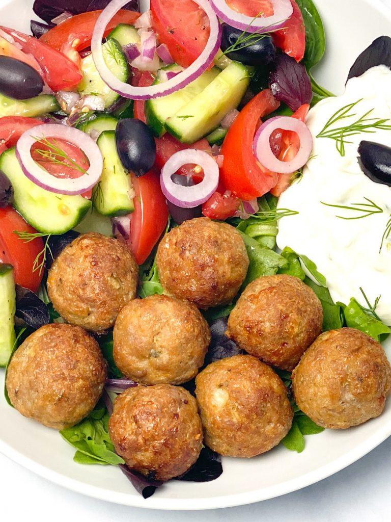Rezept-low carb-lowcarb-ohne Getreide-getreidefrei-glutenfrei-diät-abnehmen-diät Rezepte-kohlenhydratarme Rezepte-Hackfleisch-Hackbällchen-Gyros-griechische Küche-ketogene Ernährung, keto, Fleischgericht, low carb rezept, schnell, einfach, köstlich, für Gäste, paleo, paleo ernährung-keto diät-ketogene diät-aus dem Ofen-aus dem Backofen-saftig-low carb Frikadellen-low carb Hackbällchen-keto Hackbällchen