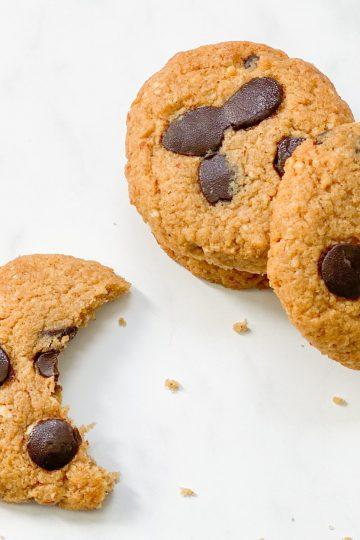 Erdnussbutter-Schoko-kekse-Schokolade-Cookies-Rezept-low carb-keto-ketogen-clean-eating-gesund-ohne Mehl-ohne Zucker-köstlich-einfach-kohlenhydratarm-lowcarb gebäck-lowcarb kekse-lowcarbcookies-keto kekse-keto cookies-kleingenuss.de-erdnuss-Weihnachtsgebäck-ketogene ernährung-Keto-Dessert-Nachtisch- Süßigkeit-gesund-ohne Getreide-getreidefrei-Weihnachten-glutenfrei-zuckerfrei-naschen ohne Reue-gesunde Süssigkeit-gesunde Kekse-Erythrit-Mandeln