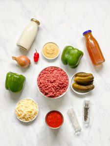 Cheeseburger Suppe-low-carb- Hackfleisch- Eintopf- Rezept- low carb- lowcarb- ohne Getreide- getreidefrei- glutenfrei- diät- abnehmen- diät Rezepte- kohlenhydratarme Rezepte- ketogene Ernährung- keto- Suppe mit Hackfleisch- low carb rezept- schnell- einfach- köstlich- für Gäste- keto diät- ketogene diät- - low carb Suppe- keto Suppe- Paprika- gesunde Fette- kleingenuss- kleingenuss isst keto- foodblog- deftig- würzig- Cheeseburger- einfache Zubereitung- schnelle Zubereitung, saure Gurken-Gewürzgurken