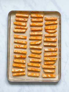 low-carb- Hackfleisch-Rezept - low carb- lowcarb- ohne Getreide- getreidefrei- glutenfrei- diät- abnehmen- diät Rezepte- kohlenhydratarme Rezepte- ketogene Ernährung- keto- low carb rezept- schnell- einfach- köstlich- keto diät- ketogene diät- - low carb fast food- keto fastfood- gesunde Fette- kleingenuss- kleingenuss isst keto- foodblog- deftig- würzig- einfache Zubereitung- schnelle Zubereitung – Selleriepommes – Pommes aus Sellerie – low carb Pommes – keto pommes – Cheese Fries – Gesunde Pommes – mit Käse überbacken – cheese fries rezept – chili cheese fries – überbacken mit Käse – fast food – low carb fast food rezepte – keto fast food rezepte