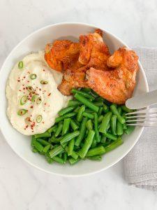 Blumenkohl - Blumenkohlpüree – lowcarb – getreidefrei , ohne Getreide – keto – paleo – kalorienarm – kohlenhydratarm – Alternative – Diät – gesund – Ernährung – glutenfrei – Kartoffelpüree Alternative – vielseitig – kleingenuss rezept - low,carb Rezept – glutenfrei - abnehmen – Rezepte , kohlenhydratarme Rezepte , ketogene Ernährung – keto , low carb rezept , schnell, einfach – köstlich , keto diät , ketogene diät , gesunde Fette – kleingenuss , kleingenuss isst keto , foodblog , einfache Zubereitung , schnelle Zubereitung , food , vielseitig – Ersatz für Kartoffelpüree – low carb Beilage – Keto Beilage – paleo Beilage – Blumenkohlstampf - Blumenkohlbrei