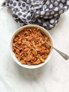 Rezept-low carb-lowcarb-ohne Getreide-getreidefrei-glutenfrei-diät-abnehmen-diät Rezepte-kohlenhydratarme Rezepte-Hähnchen-amerikanische Küche-ketogene Ernährung, keto, Fleischgericht, low carb rezept, schnell, einfach, köstlich, für Gäste, paleo, paleo ernährung-keto diät-ketogene diät-aus dem Ofen-aus dem Backofen-saftig-low carb pulled chicken-low carb pulled chicken-keto pulled chicken-aus dem Schnellkochtopf-instantpot-instant pot-pulled chicken-bbq-solecker